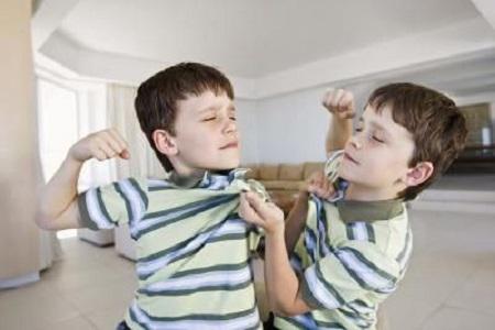 Mơ thấy đánh nhau với bạn học cũ