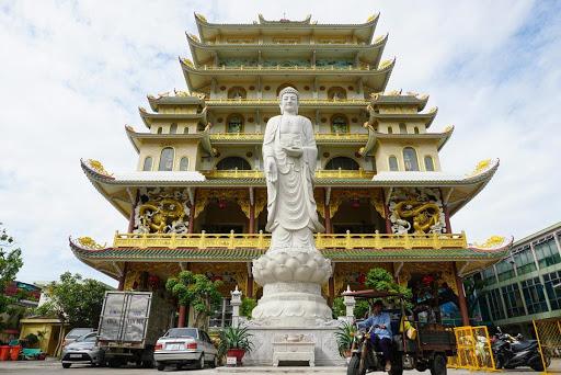 Mơ thấy ăn cơm ở chùa thể hiện sự mạnh mẽ trong niềm tin