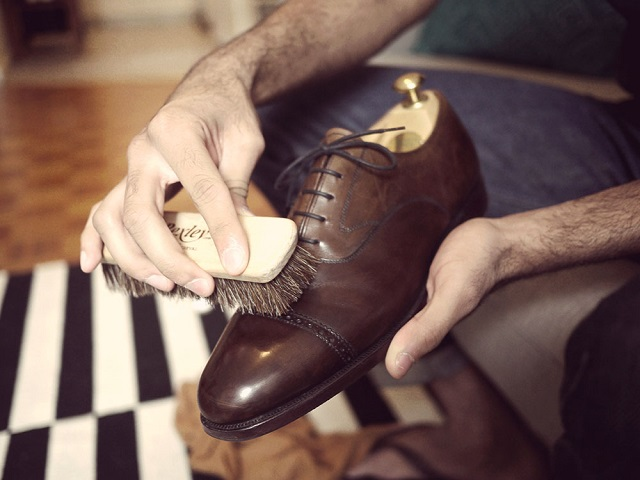 Mơ thấy lau giày dép