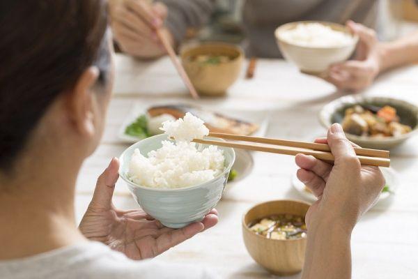 Ý nghĩa của việc nằm mơ ăn cơm
