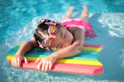 Mơ thấy bơi trong nước là điềm báo gì và nên chọn con lô gì để đánh?