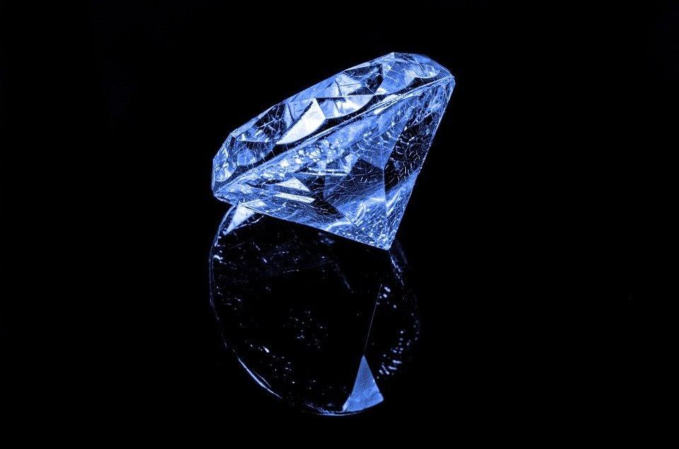 Mơ thấy kim cương đá quý