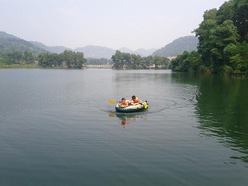 Mơ thấy mình đi thuyền trên sông