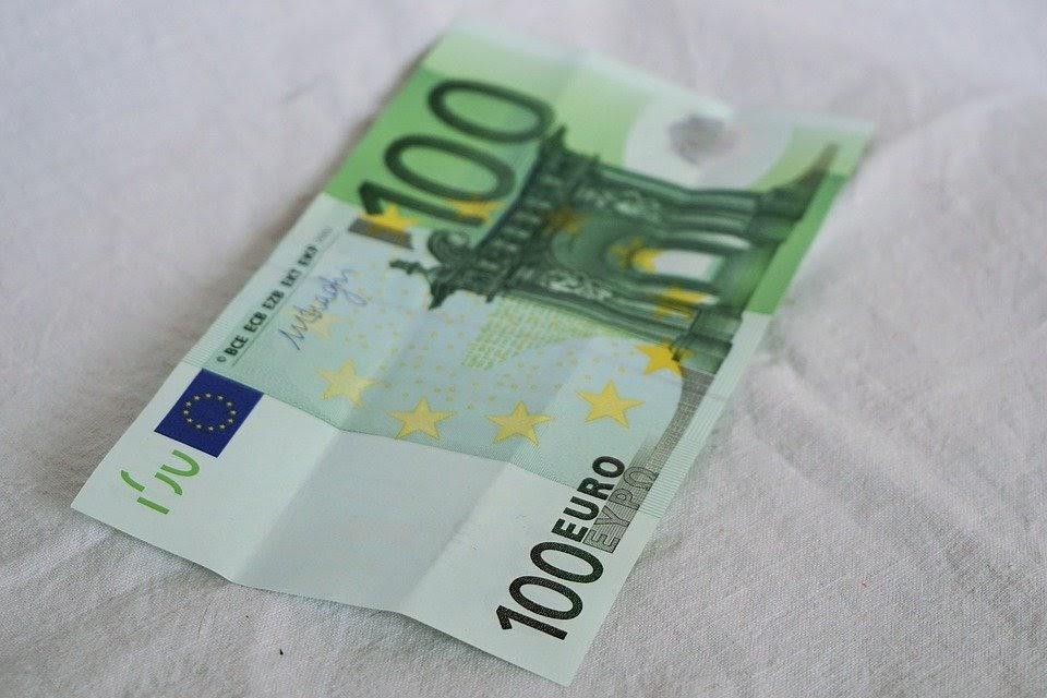 Mơ thấy tiền bị rách là điềm gì?