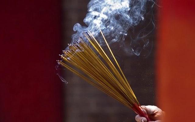 Nằm mơ thấy thắp hương là điềm báo gì trong tương lai sắp tới?